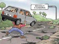 Benvenuti a Casoria, la città dalle mille buche, i cittadini si sentono al sicuro? Si ricorre all'autoironia…