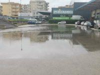 Casoria, danni da maltempo: allagato l'ingresso di Shopping China e non solo