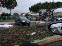 Terribile incidente in zona Casandrino, auto travolge ventenne. Video