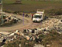 Afragola, imprenditore casoriano scarica rifiuti in strada: denunciato