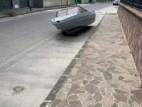 Casoria: una barca abbandonata in Via Puccini. Indagini in corso