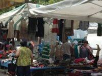 Denunciato un ambulante durante il mercato rionale: vendeva merce senza autorizzazione