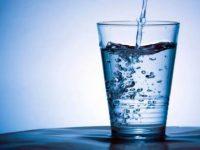 A cosa serve bere acqua