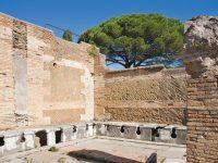 Rubrica usi, costumi e consuetudini del mondo classico. Servizi igienici a Roma: non si garantisce la privacy!